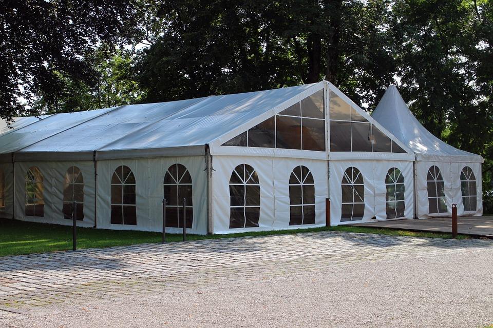 מה כדאי לקחת בחשבון כשבוחרים אוהלים להשכרה