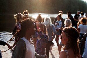 מגבירים ונהנים – מתי מומלץ להיעזר בשירותי השכרת ציוד הגברה