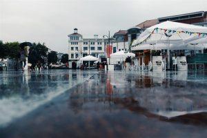 בחירת שטח מתאים לבניית אוהל לקירוי מפני הגשם